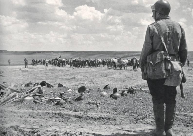 罗马尼亚人在整个Bessarabia喧闹的人群中奔跑