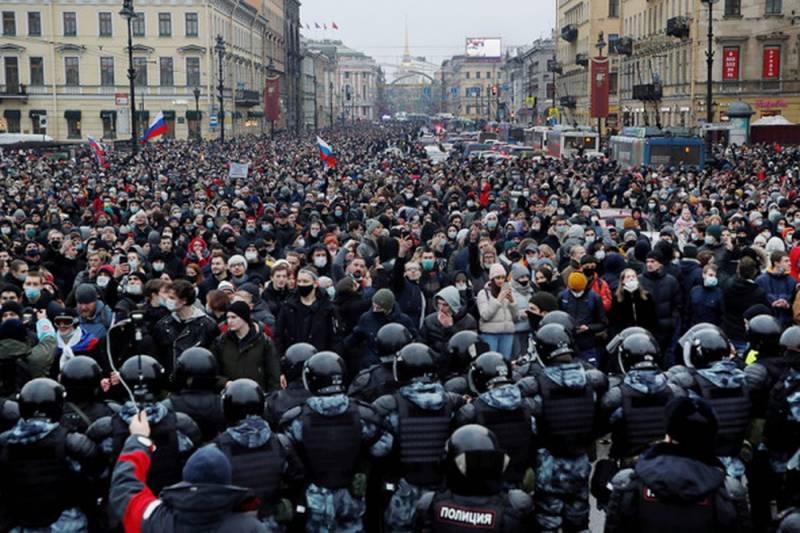 Французская пресса назвала разницу между властью в России и в США