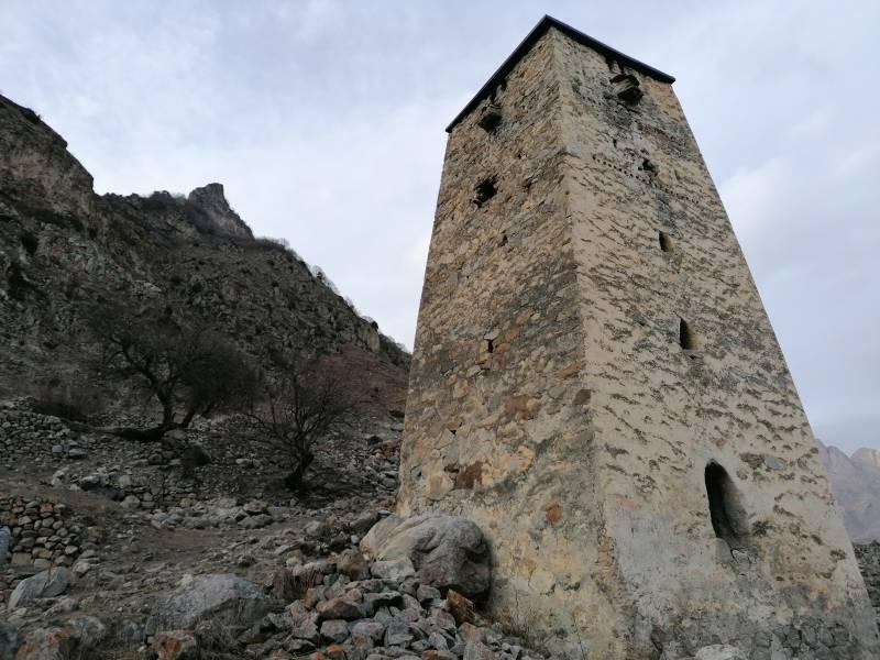 Башни среди скал