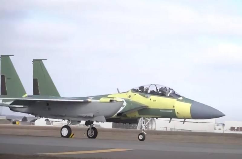 为美国空军制造的第一架F-15EX战斗机开始飞行