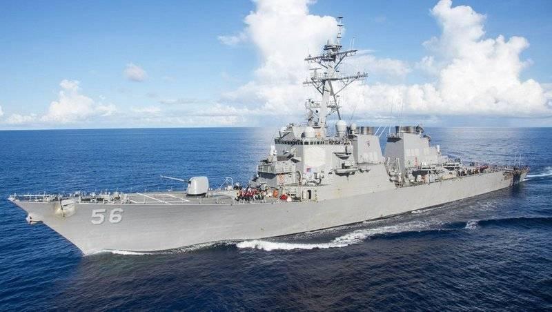 """""""De acordo com a lei internacional"""": USS John S. McCain cruzou o estreito de Taiwan"""