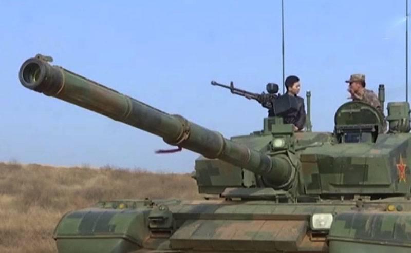 China beschloss, mit Panzern des Typs 99A zu experimentieren