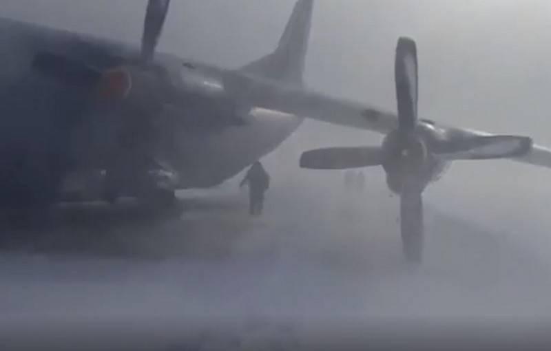 एक 12 सैन्य परिवहन विमान इटुरुप द्वीप पर एक कठिन लैंडिंग करता है