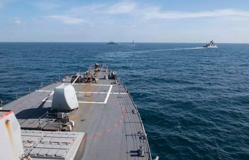 アメリカ駆逐艦ドナルド・クックとポーターが黒海を去った