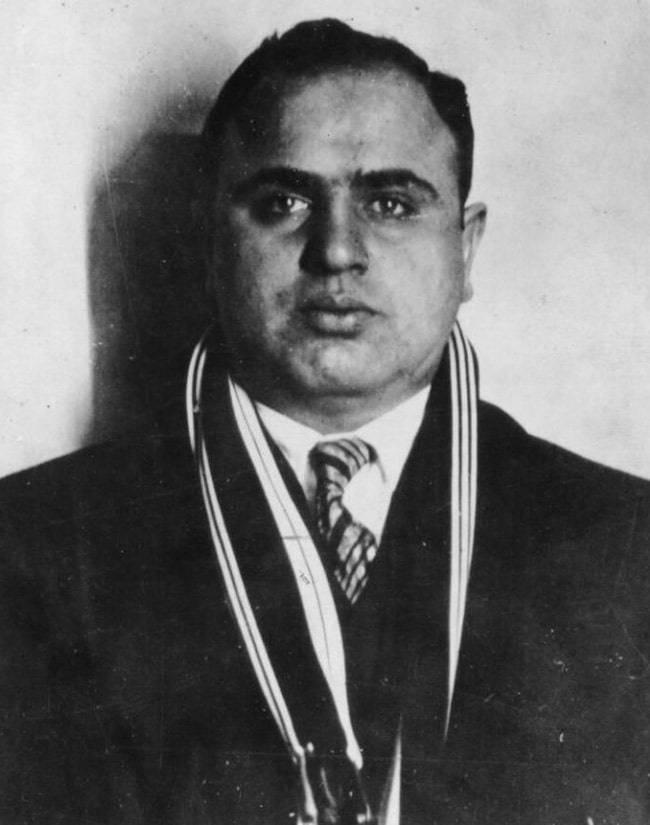 """""""Nazik bir söz ve tabancayla."""" Chicago'da Alphonse (Al) Capone"""