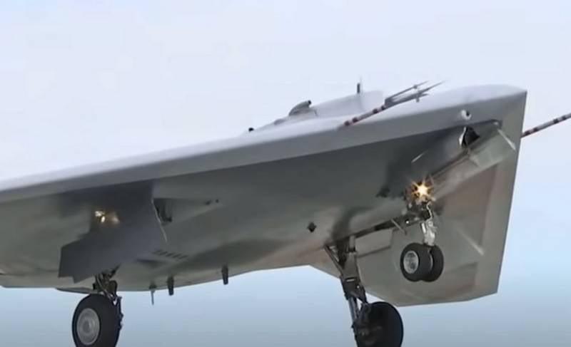 """Das Flugzeugwerk Nowosibirsk begann mit dem Bau von drei S-70 """"Okhotnik"""" UAVs"""