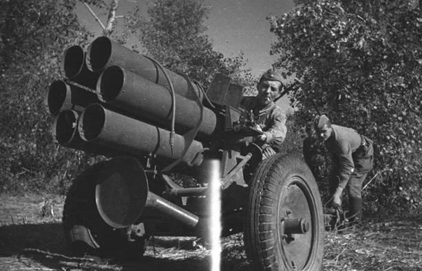 捕獲されたドイツの迫撃砲と多連装ロケットシステムの使用