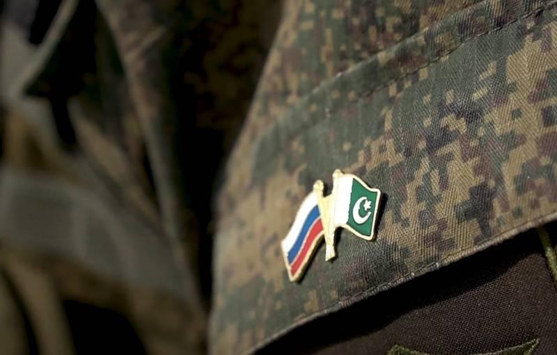이슬라마바드는 러시아 무기 공급을위한 여러 계약 체결을 발표했습니다.