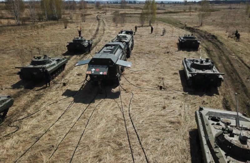 टैंक ट्रकों को रूसी सेना से लैस करने के लिए अपनाया गया था, 7,62 मिमी की गोली के हिट के साथ