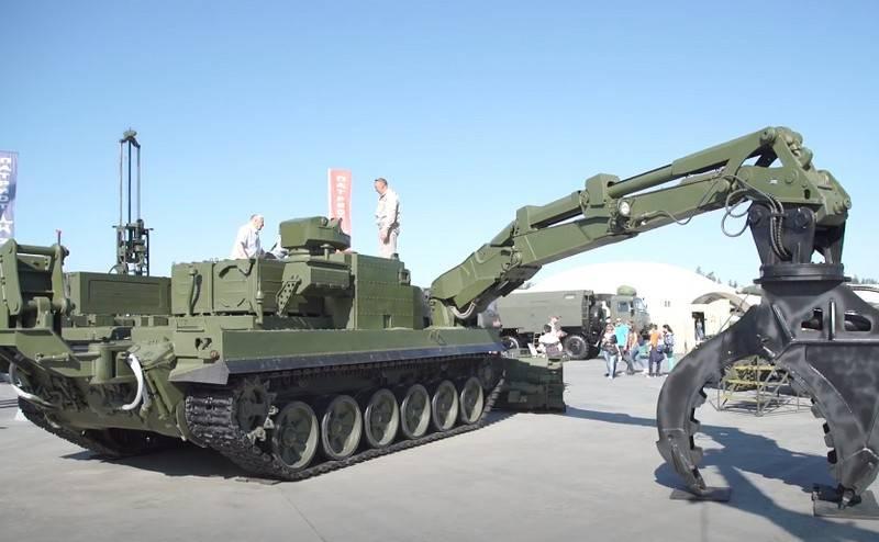 Универсальную бронированную инженерную машину УБИМ представят в Абу-Даби