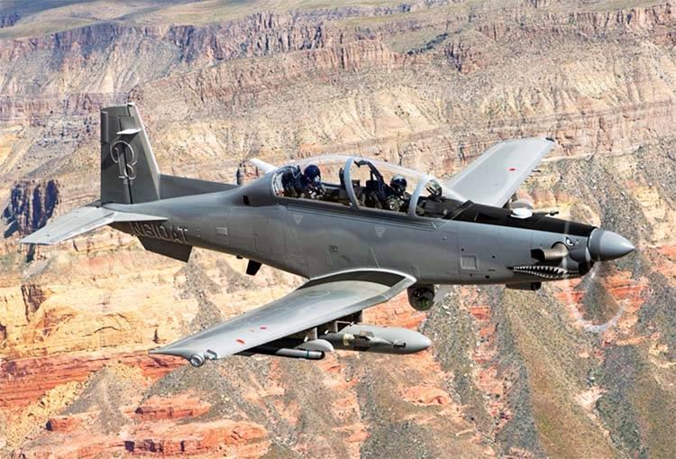 Attaquer un avion avec une hélice: avantages et inconvénients