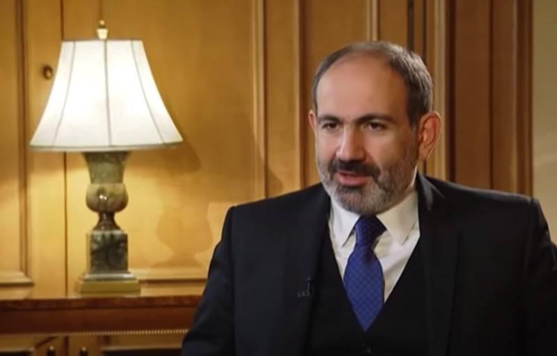 """""""80 년대 무기"""": Pashinyan은 러시아 OTRK """"Iskander""""를 비판했습니다."""