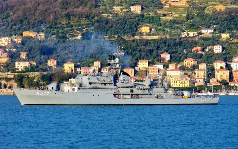 स्थायी नाटो खदान एक्शन ग्रुप SNMCMG2 से जहाज काला सागर में प्रवेश किया