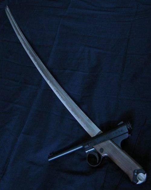 Nambu Katana Pistole