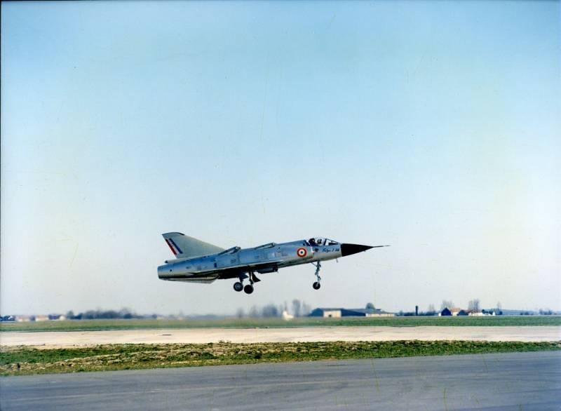 Экспериментальный самолет вертикального взлета и посадки Dassault Mirage Balzac V (Франция)