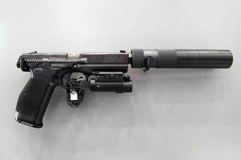 Пистолет ПЛК на IDEX-2021. Ожидания и перспективы