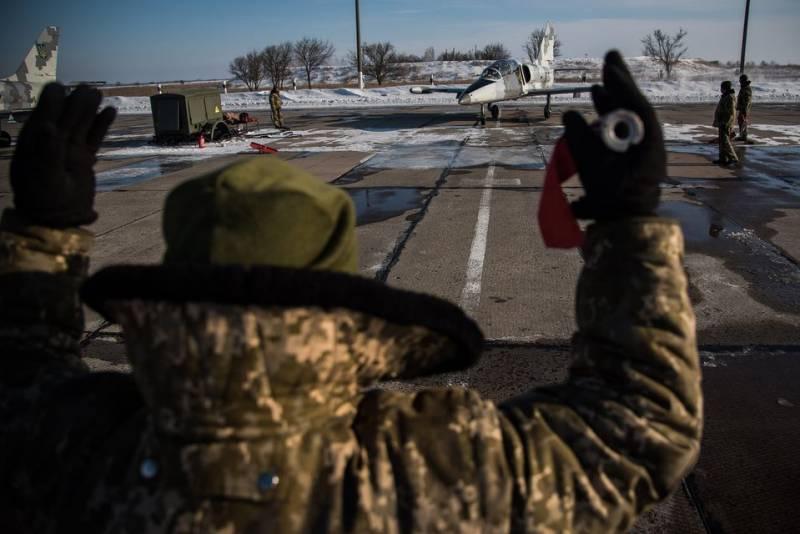 Украинские лётчики отрабатывали воздушные бои против истребителей условного противника
