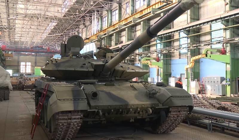"""Eine Charge neuer T-90M """"Breakthrough"""" -Panzer wurde an das Verteidigungsministerium geliefert"""