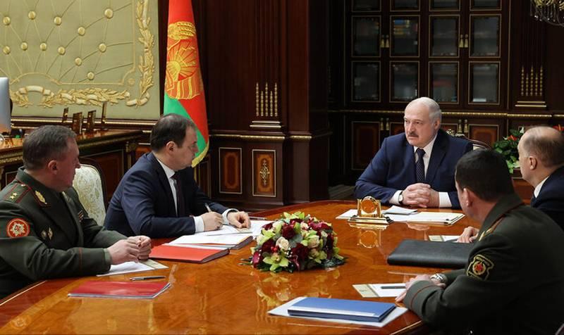"""Laut Lukaschenko ist es """"dumm, auf die Fusion der Republik Belarus und der Russischen Föderation hinzuarbeiten, da sich die Welt verändert hat""""."""