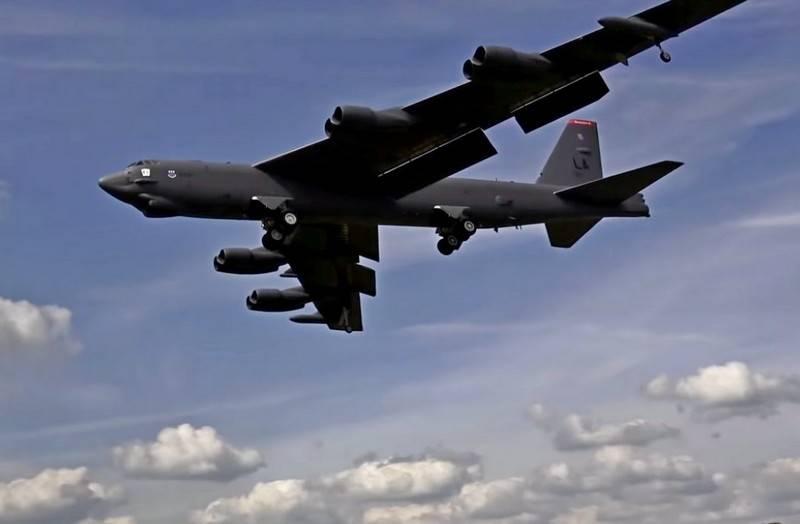 """美国B-52H轰炸机向伊朗展示""""美国力量"""""""