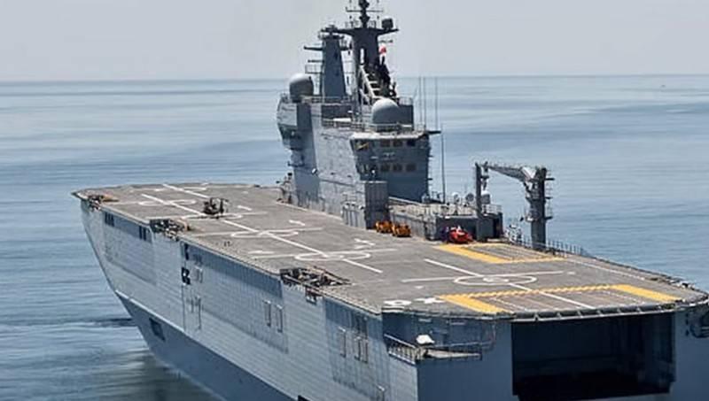 命名为23900计划的有前途的俄罗斯直升机母舰和11711计划的大型登陆艇之间的区别被命名为