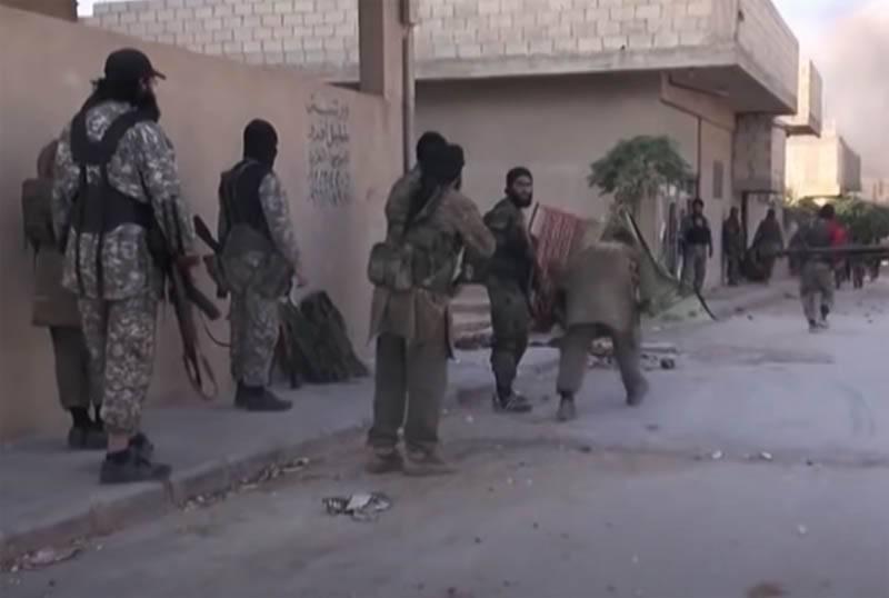उन्होंने इसे जल्दी लिख दिया: ISIS के लड़ाके उत्तर-पूर्वी सीरिया में तेल के खेतों तक पहुँचने में सक्षम थे और अल-होल शिविर में तोड़फोड़ की
