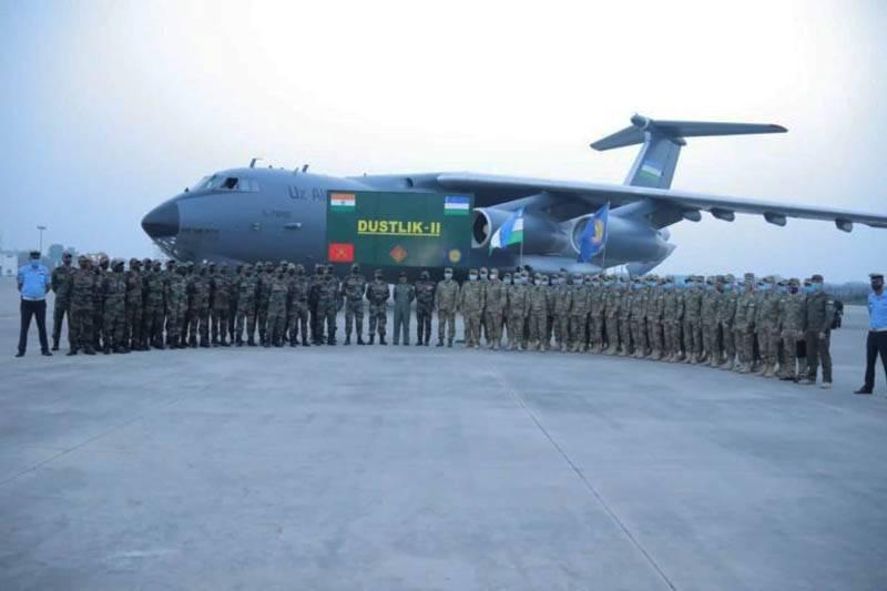 Sig Sauer 돌격 소총 사용에 인도 군사 열차 우즈벡 대응