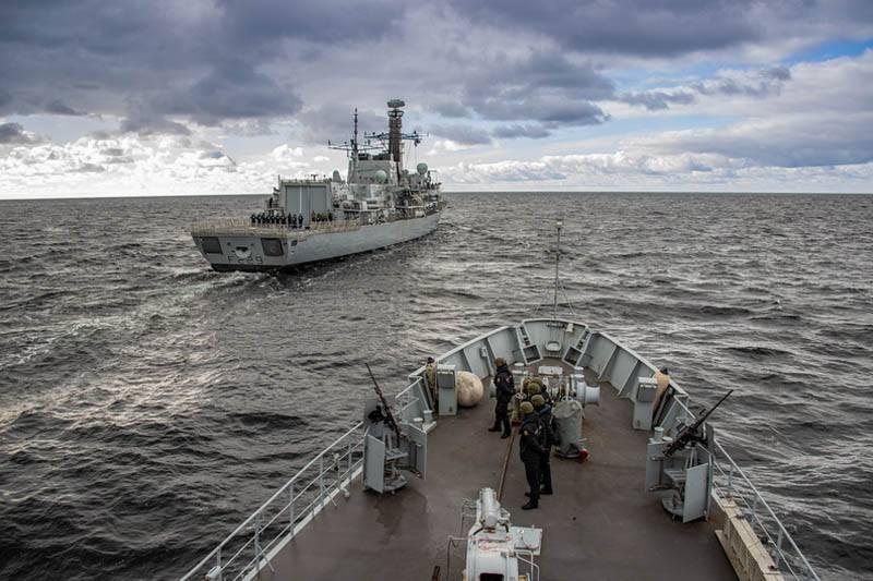 """""""Também ocorreram incêndios anti-submarinos ao vivo"""": os navios das forças navais do Báltico participaram na operação expedicionária sob o comando britânico"""