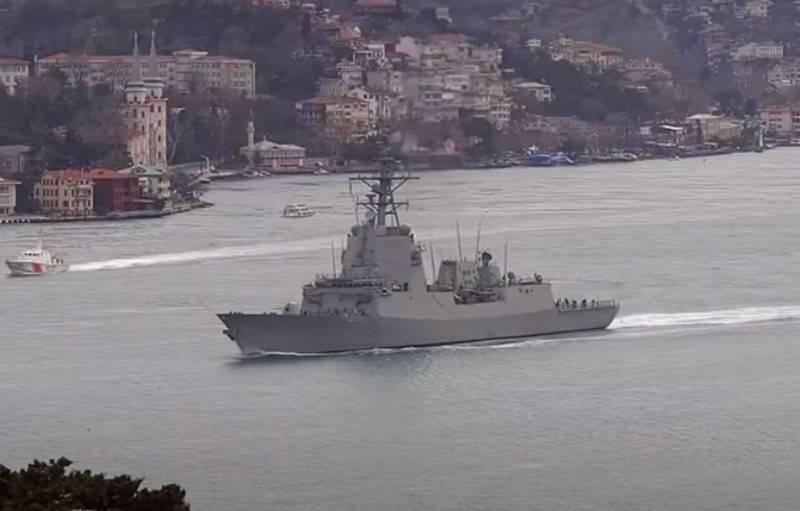 एसएनएमजी 2 से नाटो जहाजों का एक समूह जॉर्जिया के क्षेत्रीय जल में प्रवेश कर गया