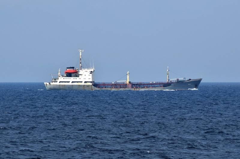 Иностранный сухогруз столкнулся с российским военным танкером «Кола» в Суэцком заливе