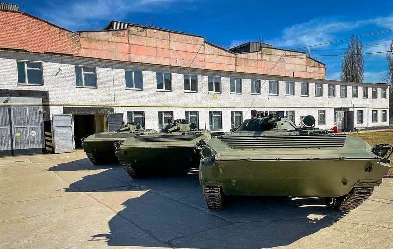 """""""Nach 2,5 Jahren"""": Die ukrainischen Streitkräfte erhielten eine Charge BMP-1AK, die in Polen gekauft wurde"""