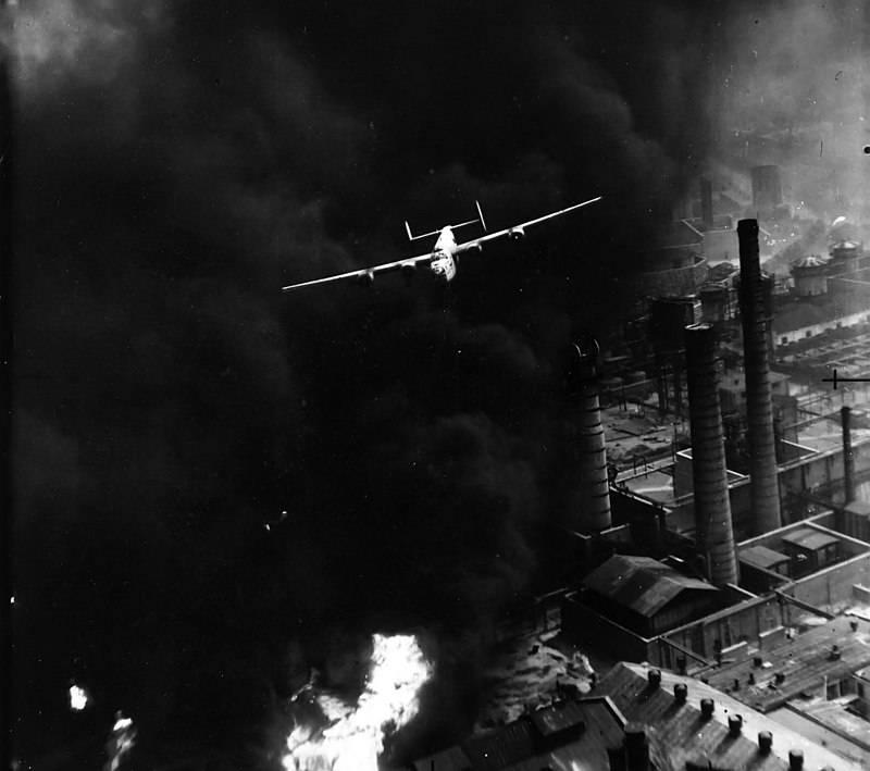 """Savaş uçağı. """"Kurtarıcı"""": zorlu ama etkili"""