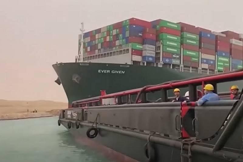 수에즈 운하의 교통 체증으로 인해 러시아를 통한 상품 운송이 증가했습니다.