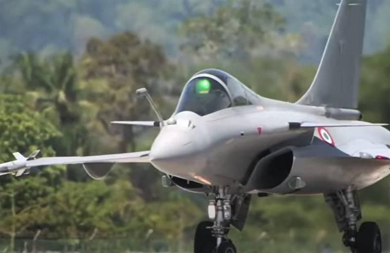 Зарубежное медиа: Макрон намерен предложить Украине заменить советские МиГ-29 истребителями Rafale