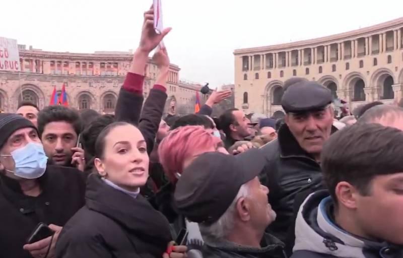 «Армения без Пашиняна»: В Ереване проходит масштабный митинг за отставку премьера