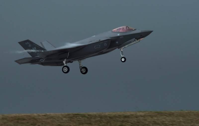 В Конгрессе США программу создания истребителей F-35 назвали «чёрной дырой»