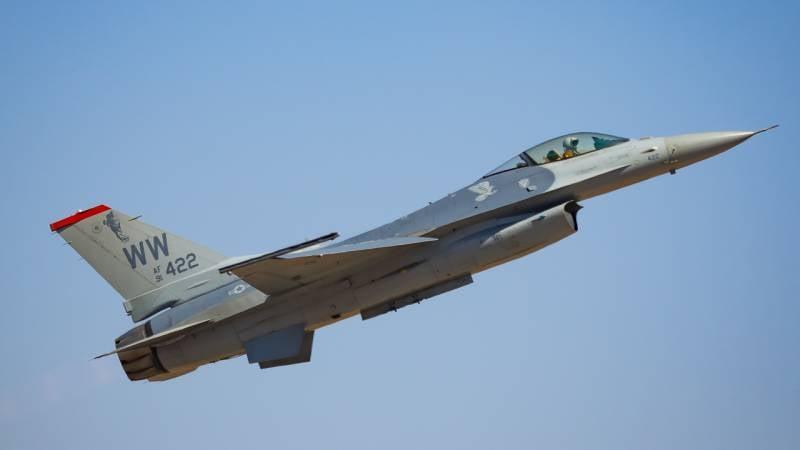 Снова 4 поколение. Гипотетическая замена F-16 и F-35 для ВВС США
