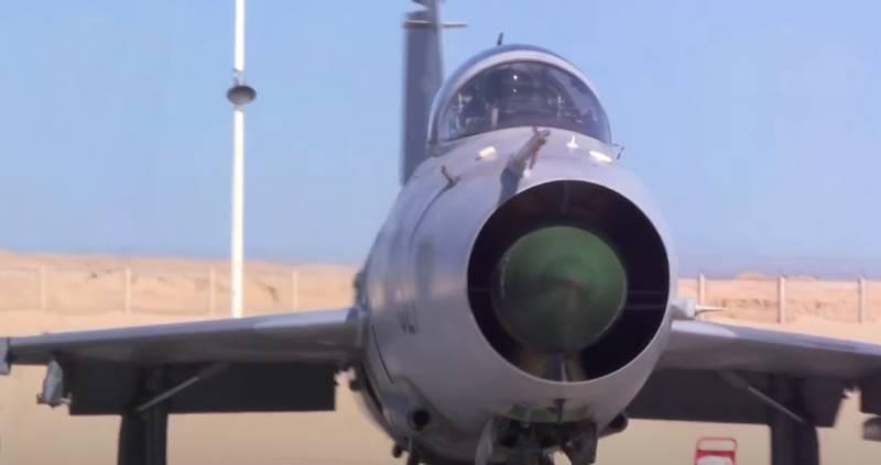 Внёс большой вклад в защиту Китая: ВВС НОАК начинают списание истребителя J-7