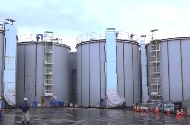 «Превышение фона в десятки тысяч раз»: Названа причина утечки радиации в месте хранения ядерных отходов АЭС «Фукусима»