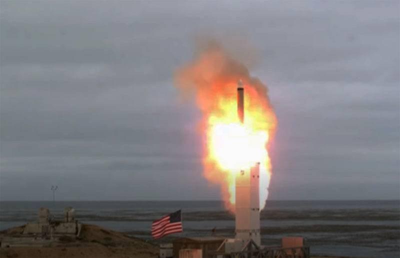 """अमेरिकी वायु सेना के जनरल ने प्रशांत तट पर लंबी दूरी की मिसाइलों को रखने के लिए """"बेवकूफ"""" विचार कहा"""