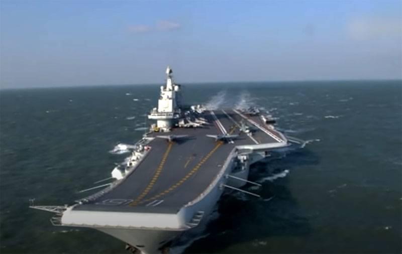 """""""ABD askeri üsleri için sinyal"""": yabancı medya, Japon Okinawa'nın güneyindeki Çin Donanmasına ait bir uçak gemisi grubunun geçişine tepki gösterdi"""