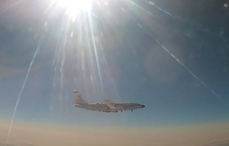 """""""No border violations allowed"""": the Russian MiG-31 """"intercepted"""" the American reconnaissance aircraft RC-135"""
