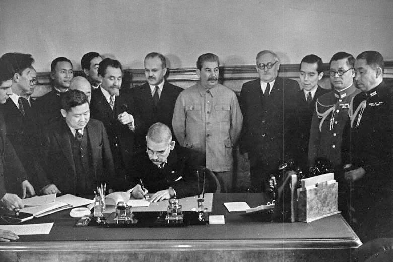 Cómo Stalin escapó de una guerra en dos frentes
