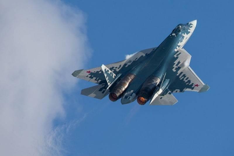 Su-57 전투기는 내부 구획에 10 개 이상의 소형 UAV를 탑재하여 적의 방공을 억제 할 수 있습니다.
