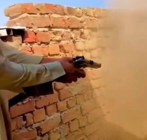 В Пакистане научились переделывать советские ТТ в пистолеты-пулемёты