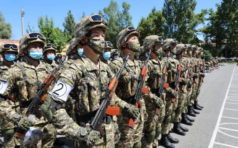 टीहाउस में किर्गिस्तान और ताजिकिस्तान के प्रतिनिधियों ने संघर्ष को खत्म करने के समझौते पर हस्ताक्षर किए
