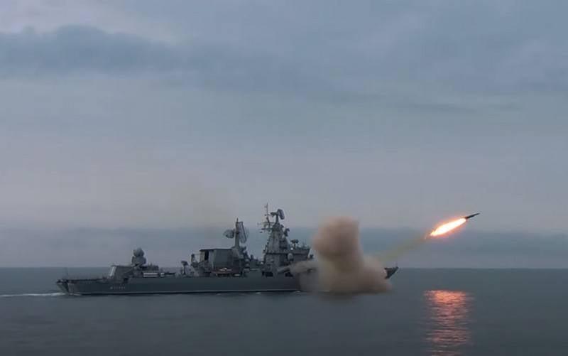 El buque insignia de la Flota del Mar Negro, el crucero Moskva, disparó el sistema principal de misiles.