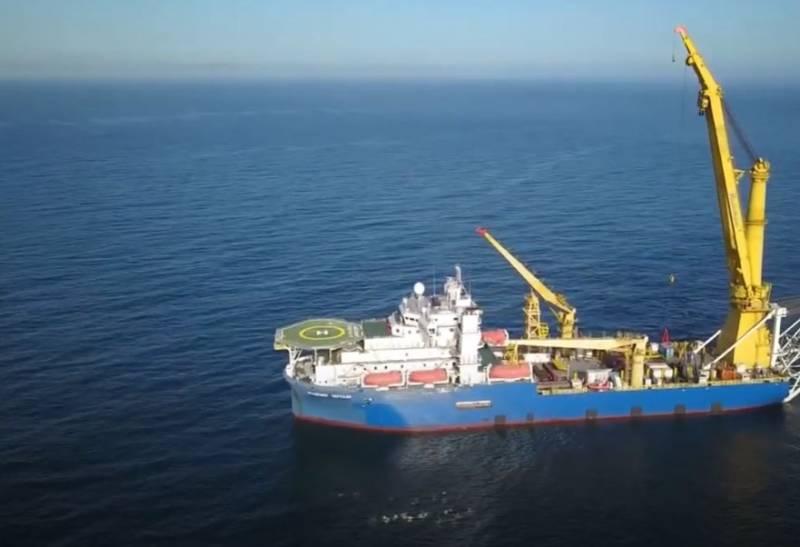 Патрульный корабль ВМС Дании около трёх часов маневрировал близ судна-трубоукладчика «Академик Черский»