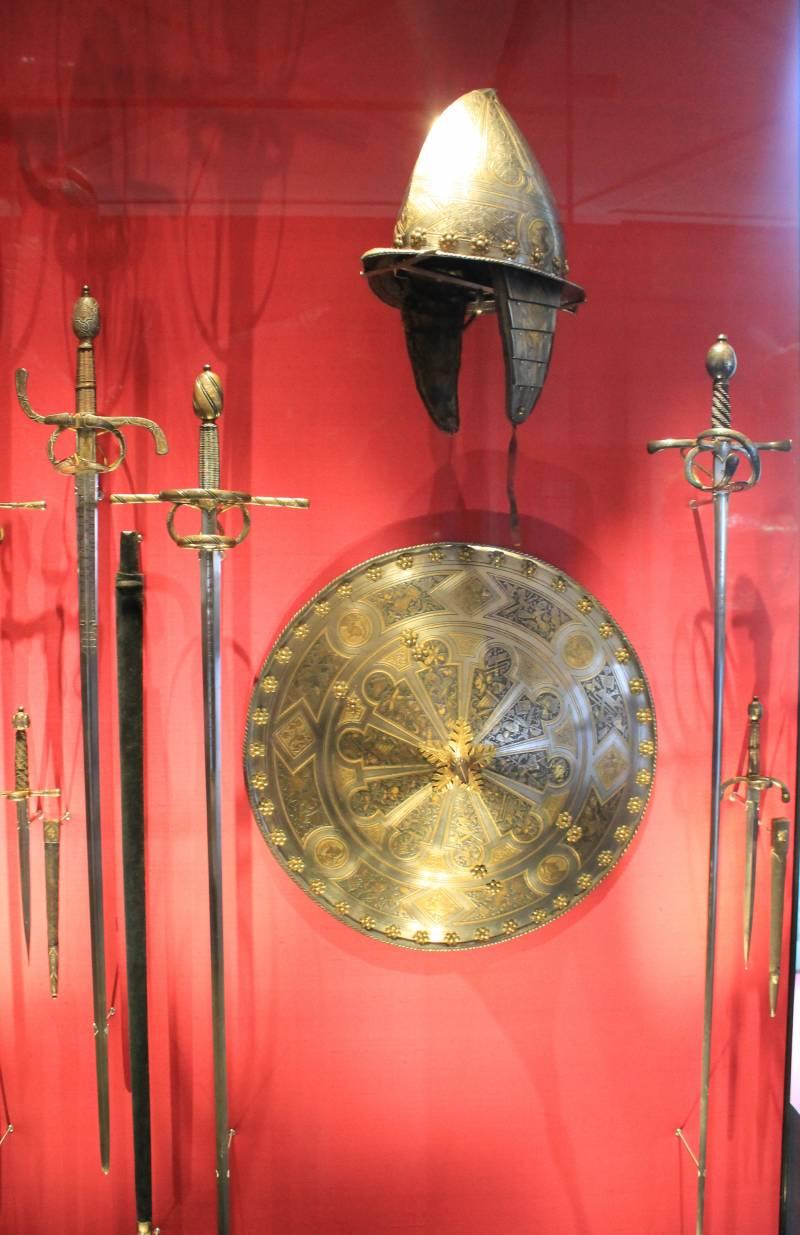«Коса смерти»: двуручные мечи эпохи Возрождения с «пламенеющим» клинком