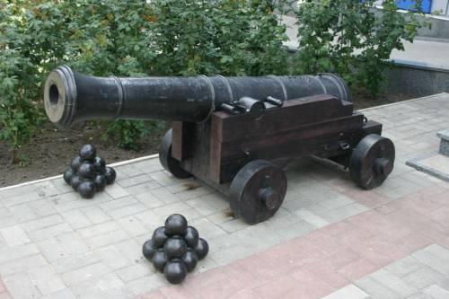 cañón con balas de cañón - arma nuclear